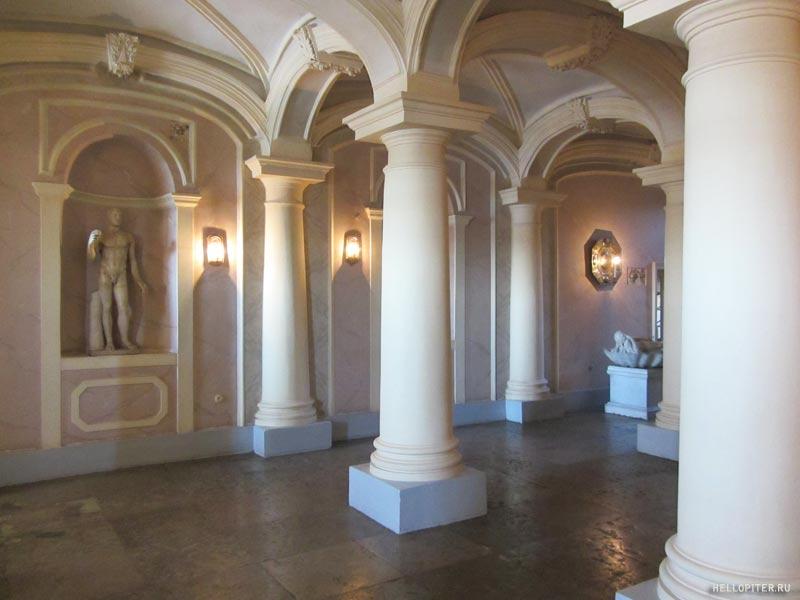 Меншиковский дворец.Большие сени.