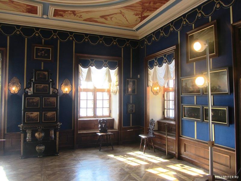 Меншиковский дворец.Кабинет с живописью.