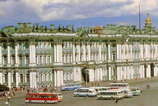 Зимний дворец: всегда ли он был такого цвета? | 430x640