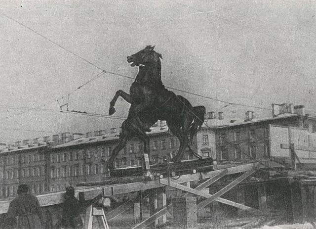 Скультуры с аничкова моста 1941 г