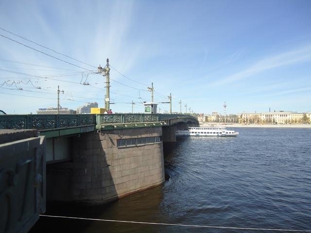 Мост Петра Великого в СанктПетербурге  СанктПетербург