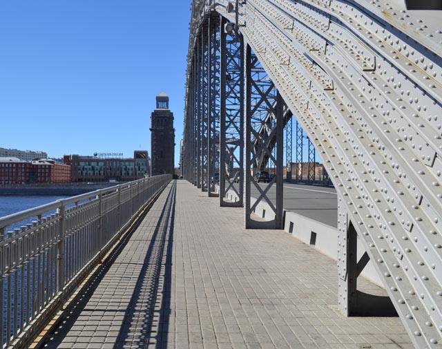 Мост петра великого большеохтинский