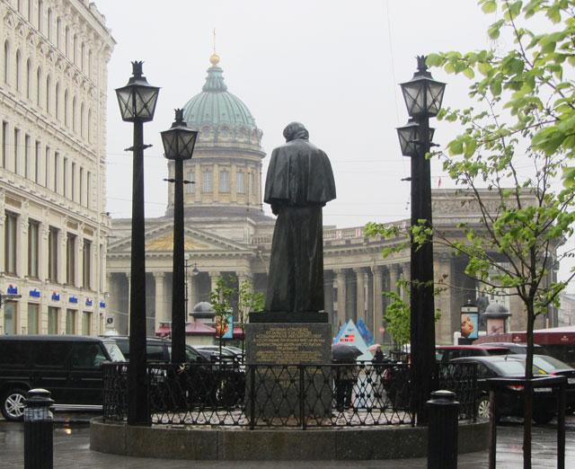 Памятник гоголю н в казанский собор