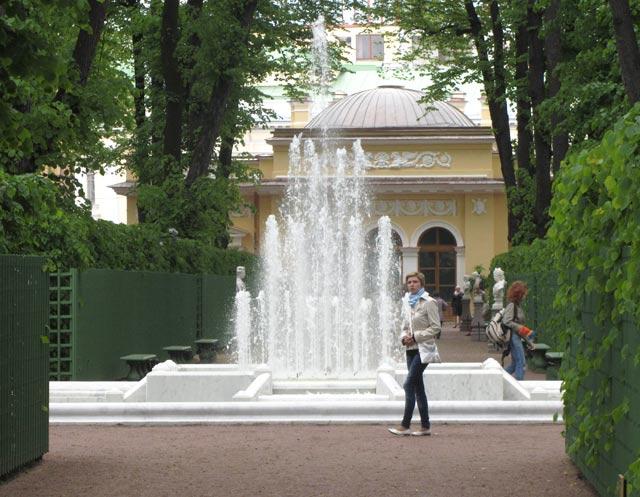Летний сад летний сад фонтан пирамида